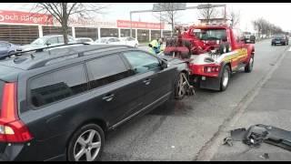 Full biltjuv rammade poliser med Porsche