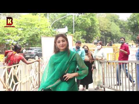 """Download Dhvani Bhanushali Arrives At Siddhivinayak For Today His Song Launch Of """"Radha""""  & His Birthday 2021"""