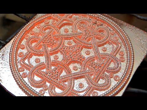 Jewellery making a Viking Amulet Wikinger Schlingenkreuz