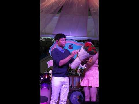 หนุ่ม The voice 3 ประมูลช่อดอกไม้วันวาเลนไทน์ 14-กพ-2558