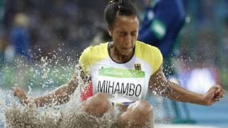 Malaika Mihambo Weitspringerin Malaika Mihambo liegt nach einer persönlichen Bestleistung lange auf