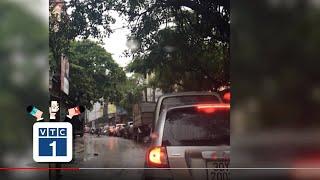 """""""Ngỡ ngàng"""" một hành động đẹp về giao thông Hà Nội"""