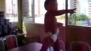 Brazilian Baby Dancing Samba - Ребенок из Бразилии танцует самбу