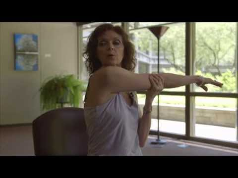 Yoga Moves to Relieve Tension in the Neck & Shoulders