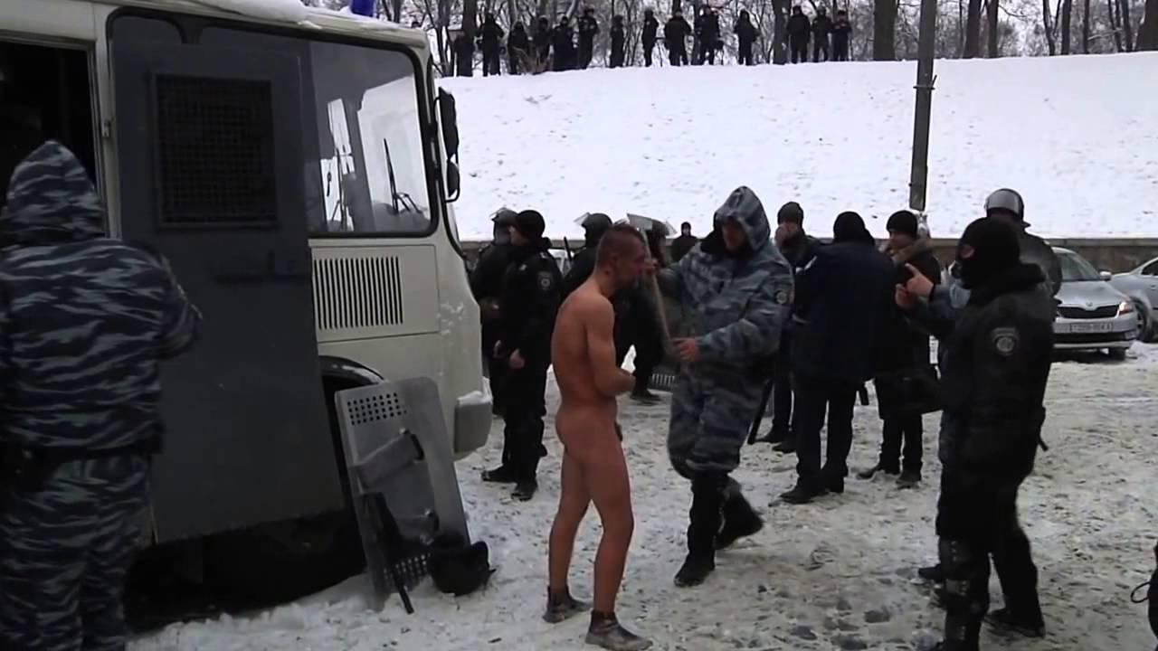 пытки над женщинами видео