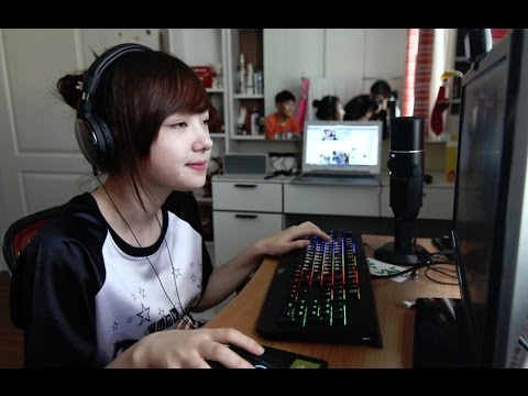 พลอยชมพู (Jannina) จัดรายการสด Talk Talk ห้อง 919 Sassy Girl