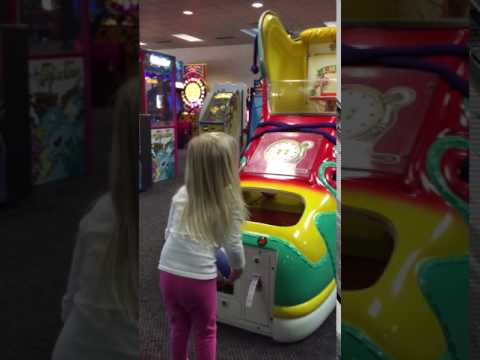 Chuck E Cheese basketball