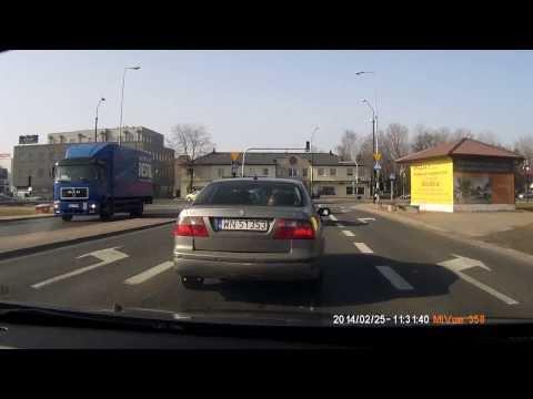 Skrzyżowanie Ul. Puławskiej I Płaskowickiej W Warszawie - Czerwone światło