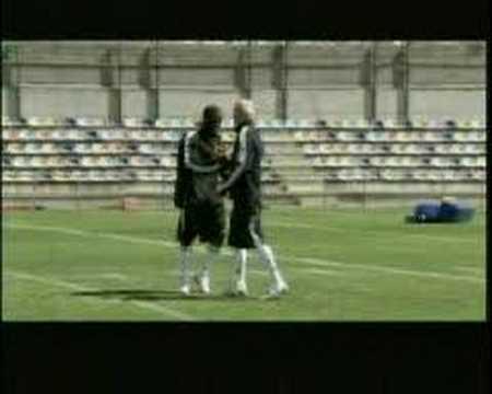 David Beckham vs Reggie Bush (i.e. Football vs. Futbol)