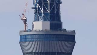 2011年10月26日の東京スカイツリーのクレーン組立を自宅マンションから...