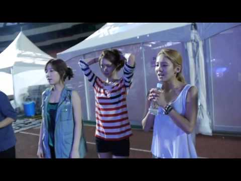Taeyeon watches Baekhyun rehearse [ENG Subs]