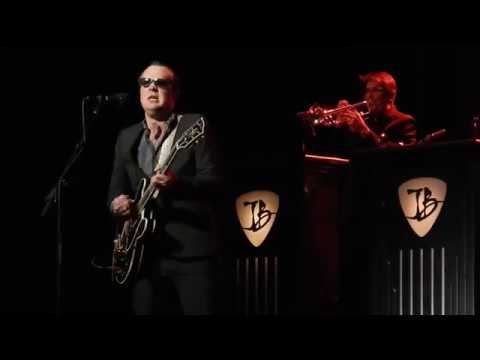 Pretending (Clapton) - Joe Bonamassa - Chicago Theater - March 11, 2017