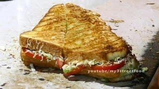 VEG SANDWICH   STREET FOOD IN MUMBAI   Juhu Beach   4K VIDEO