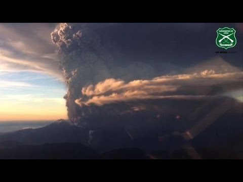 Chile declares emergency as Calbuco volcano erupts