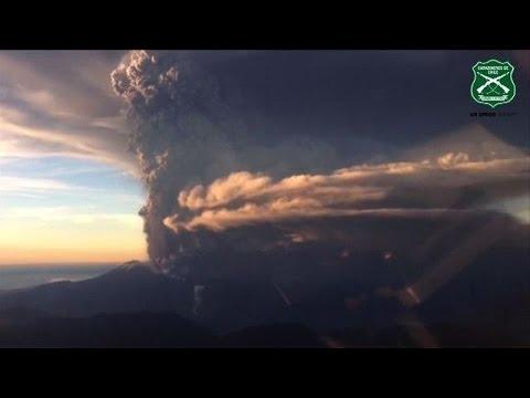 Chile declares emergency as Calbuco volcano erupts