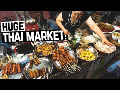 HUGE Thai Food Night Market in Chiang Mai! + Thai Massages & First Tuk Tuk Ride