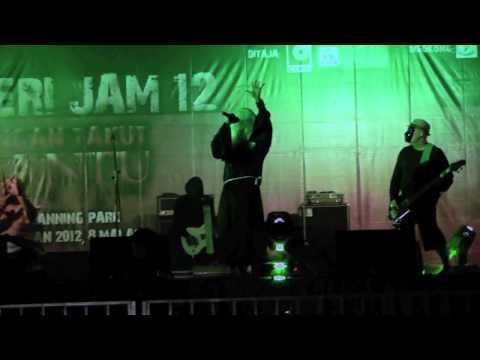 Mentera Dendam Puteri - Klutz (LIVE @ Fort Canning) 2012