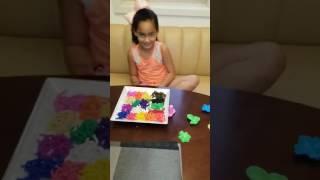 Associando cores aos alimentos - brincando com massinhas