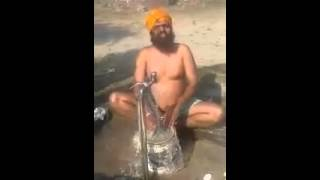 a real logic behind bathing by sikh  ( funny , must watch )