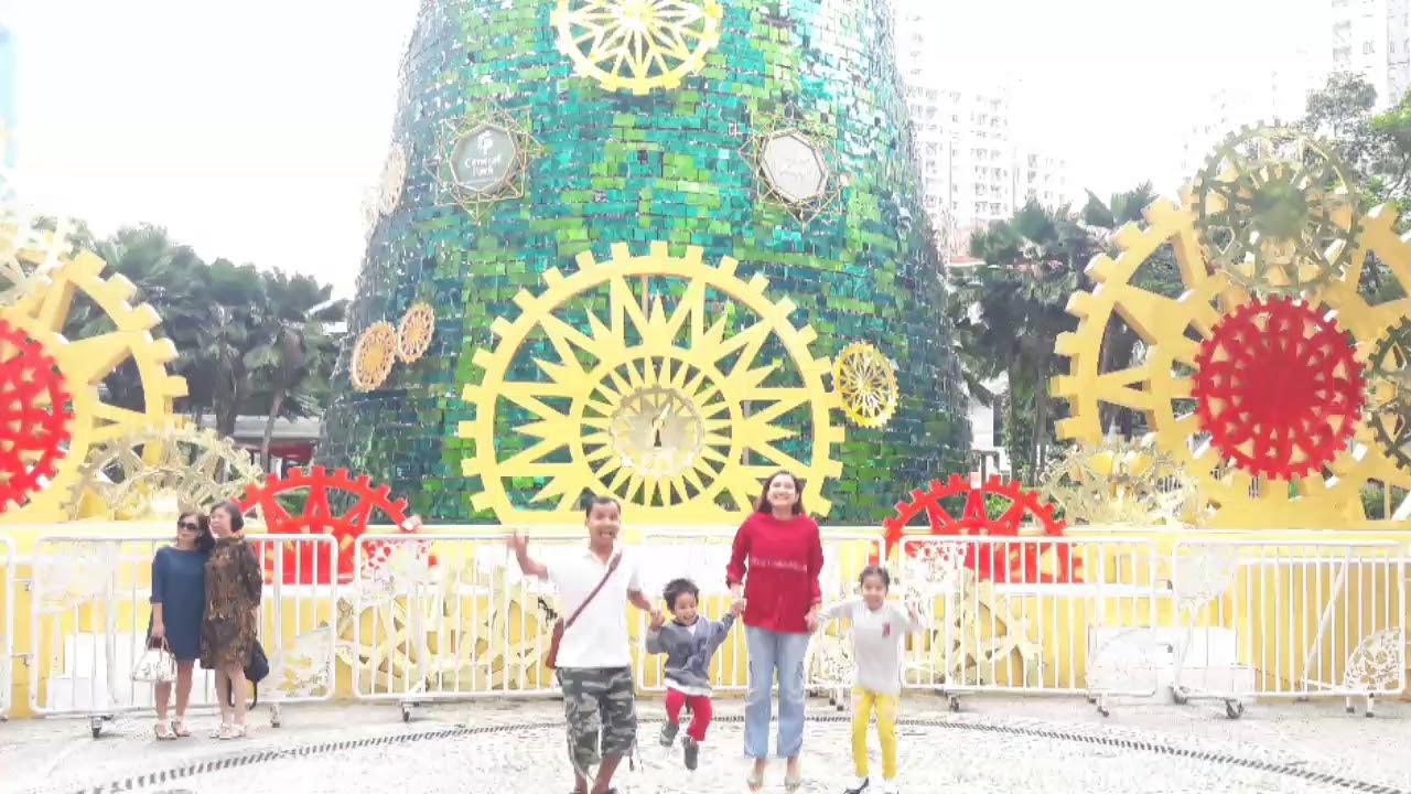 Pohon Natal tertinggi di Central Park Jakarta - YouTube