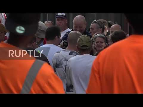 UK: Former EDL leader Tommy Robinson greeted by supporters before retrial