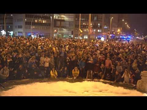 Unas 2.000 personas convocadas por los CDR llenan plaza España de Fairy