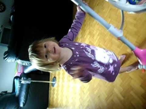 Ma petite princesse qui danse youtube - Princesse qui danse ...