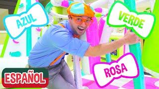 Blippi visita un patio de juegos cubierto - Giggle Jungle  | Videos Educativos para Niños