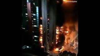 В Сан-Паулу загорелась, а потом обрушилась многоэтажка