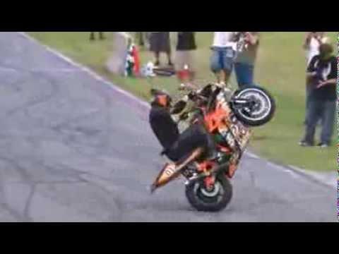 Bốc đầu mô tô siêu điệu nghệ với Yamaha R6