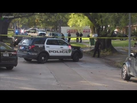 Suspect shot and killed with his own gun after trying to rob a Houston homeowner at his garage