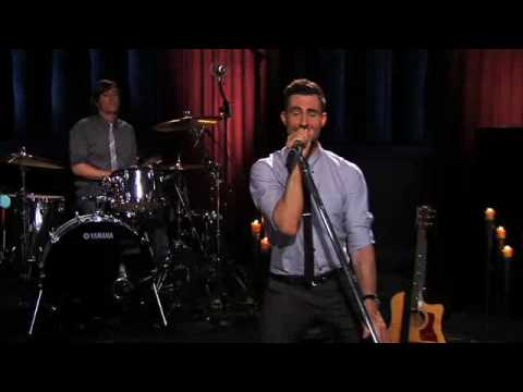 Maroon 5 - Makes Me Wonder (Live on Walmart Soundcheck)