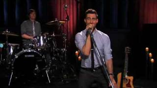 Maroon 5 - Makes Me Wonder (Live on Walmart Soundcheck)
