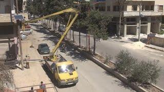 إدارات خدمية في إدلب تنير الطرقات عبر ألواح الطاقة الشمسية