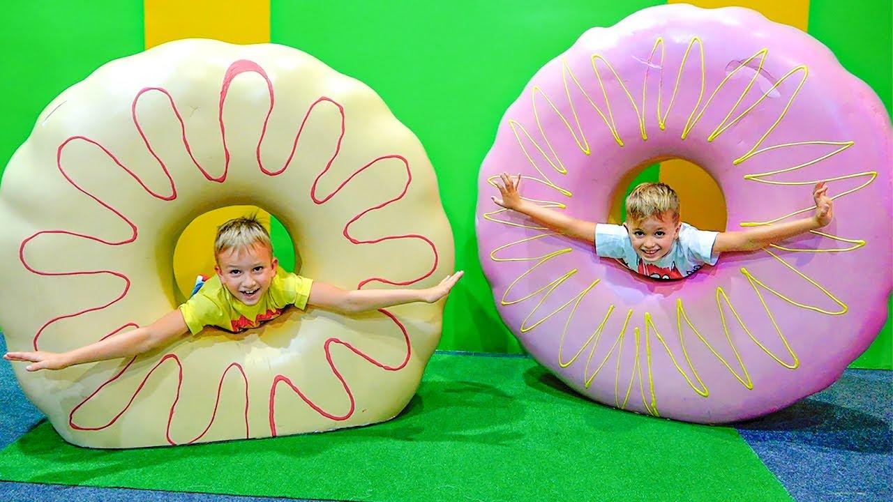 블라드와 니키가 박물관에서 놀다-아이들을위한 재미있는 이야기