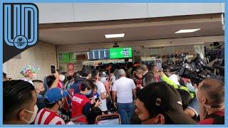 No fue como en temporadas anteriores, pero la afición rojiblanca se hizo sentir en el Aeropuerto de la CDMX