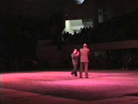 HYPNOSIS WORLDS RECORD WITH 3800 CHINESE PEOPLE HYPNOTIZED IN TAIWAN TOM SILVER HYPNOTIST
