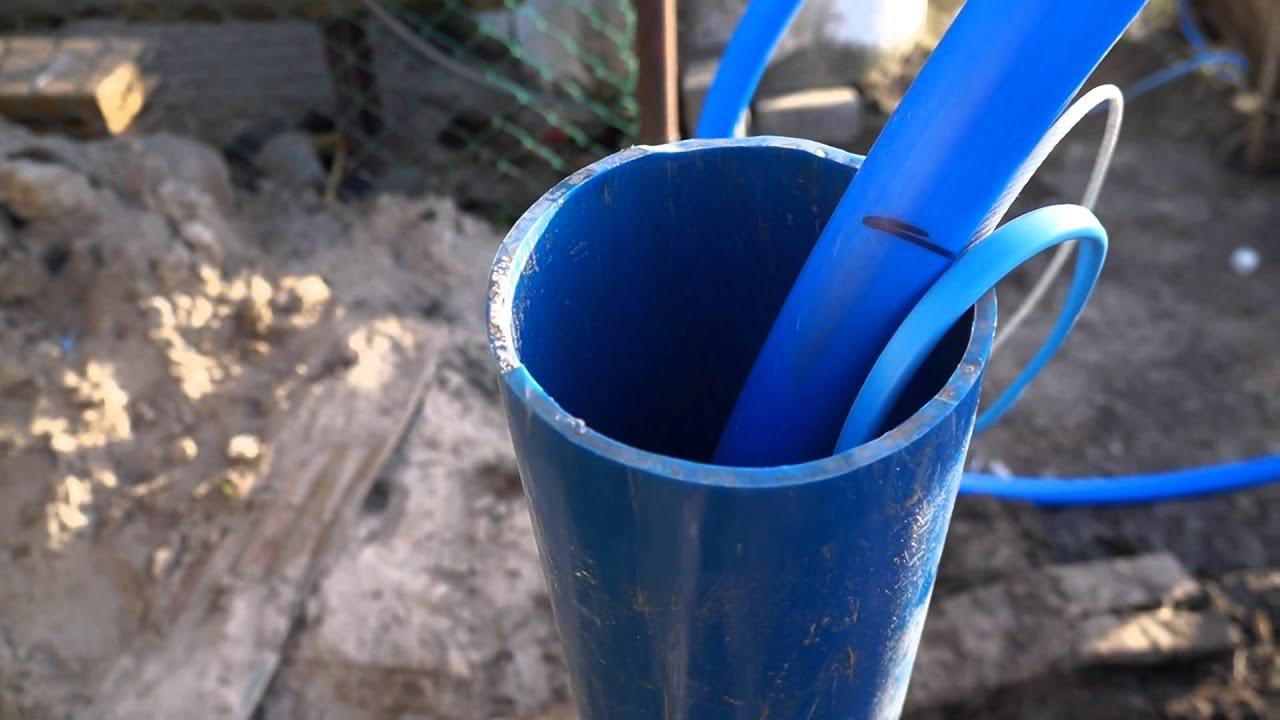 Надежно закрепить колодезное ведро на цепи можно так: отогнуть конец дужки ведра, вынуть ее из ушка, надеть звено цепи, вставить дужку на место и. Берется стальной1 пруток диаметром 12—14 мм и длиной, равной глубине скважины (можно составной), на его конец наматывается металлическая.