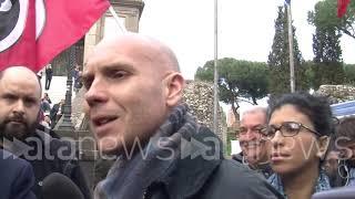 Arresto De Vito, Casapound porta arance a Raggi in Campidoglio