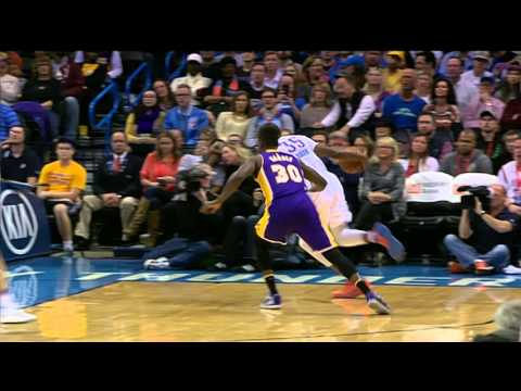 Kevin Durant crosses the life out of Julius Randle