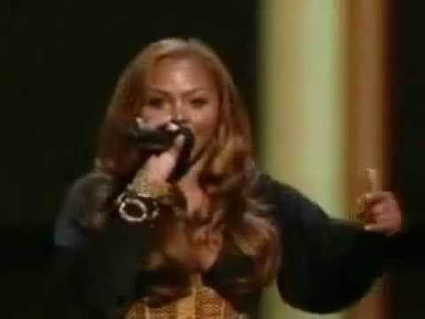 Lil Kim presents at the 2006 MTV Video Music Awards