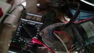 Test de son et d' ampérage produit par un moteur d' essuie glace