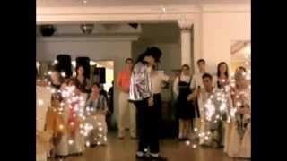 Танец Майкла Джексона и его фаната Кролика Макса
