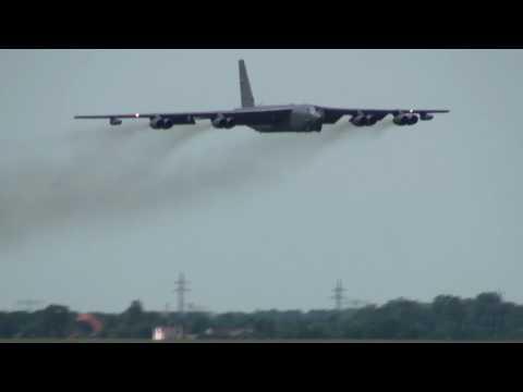 B-52 LOW approach at Berlin Schoenefeld for ILA 2010
