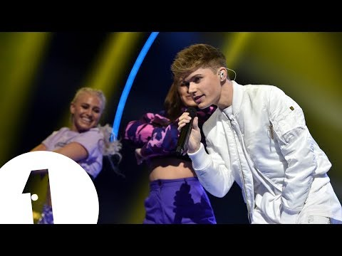 HRVY - Personal / Wish You Were Here (Radio 1's Teen Awards 2018)