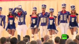 فنانون روس يقيمون حفلة راقصة في قاعدة حميميم