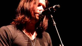 Myles Kennedy from Alter Bridge singing Hallelujah unprepared ( HMH Amsterdam november 8 2010 )