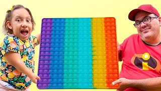 A História de Maria Clara MC Divertida e a Loja de Brinquedos para Crianças