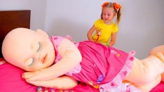 Nastya e boneca fofa, que comem muito e se tornam gigante