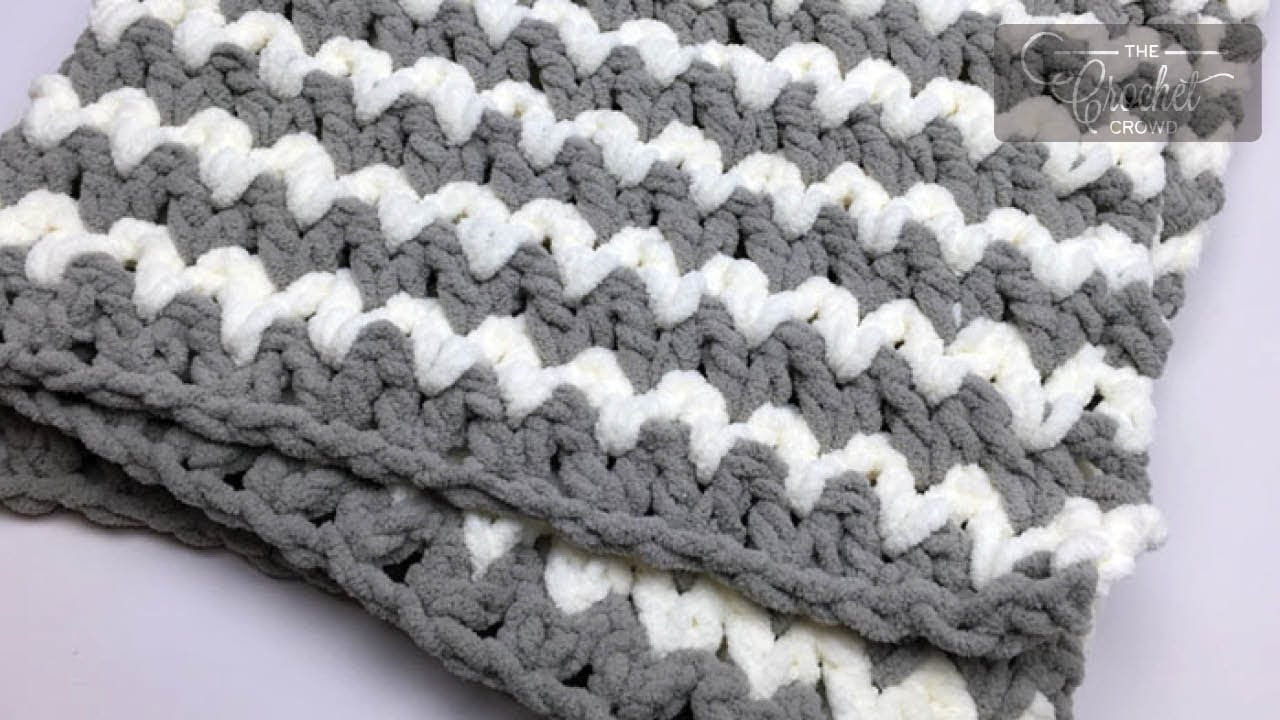6cfceb306 Trendy Crochet Baby Blanket + Tutorial | The Crochet Crowd